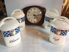 Vintage kitchen utensils - 1 ODO cooking pots in sheet metal and 1 set of 4 ceramic pots decorated with peonies