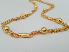 19.2kt - Gold necklace hand crafted with gold balls 19.9g