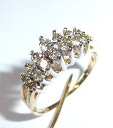 Diamond ring with 0.70 ct.  Brilliant cut diamond made of 10kt / 416 gold *no reserve price*