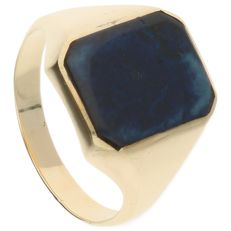 14 kt - Yellow gold signet ring set with a cabochon cut lapis lazuli - Ring size: 21.25 mm