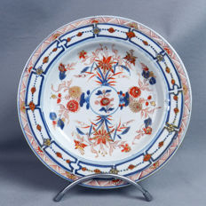Polychromic decorated plate with flowers and branches - China - 18th century (Kangxi/Yongzheng period)