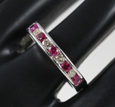14 kt White Gold Diamond and Ruby ring  – ring size 17 NL