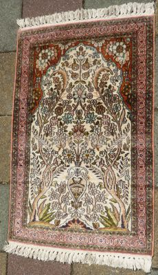 Handwoven silk carpet, (I 5), tree of life, Cashmere, India. End of the 20th century.