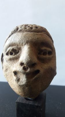 Superb head of statuette on base - terracotta - Olmec civilization 900-600 BC