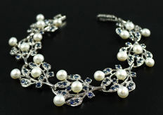 925 Sterling silver bracelet inlaid with white Pearls and blue Sapphires