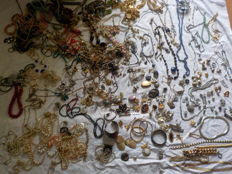 Lot of Jewellery, from Antique to Modern, more than 340 pieces