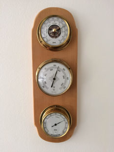 Wuba weather station in three parts: barometer, thermometer and hygrometer in solid brass on wooden board