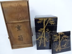 Beautiful lacquerware Jubako lunch box with maki-e design of bamboo - Japan -  early 20th century