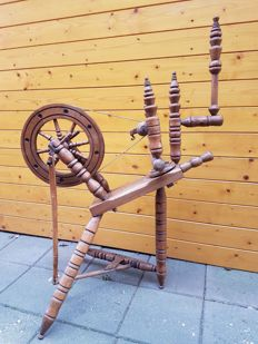 Original antique spinning wheel - early 20th century - Holland