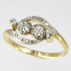 French Antique 'Toi et Moi' gold engagement ring with diamonds - anno 1910