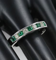 14 kt White Gold diamond and Emerald ring  – ring size 17 NL