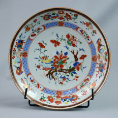 "Porcelain Plate,  ""Famille rouge"" - China - First half of the 18th century (Yongzheng period)"