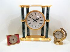 "A lot with an ""Hour Lavigne à Paris"" clock and two desk clocks by the ""Solo"" brand."