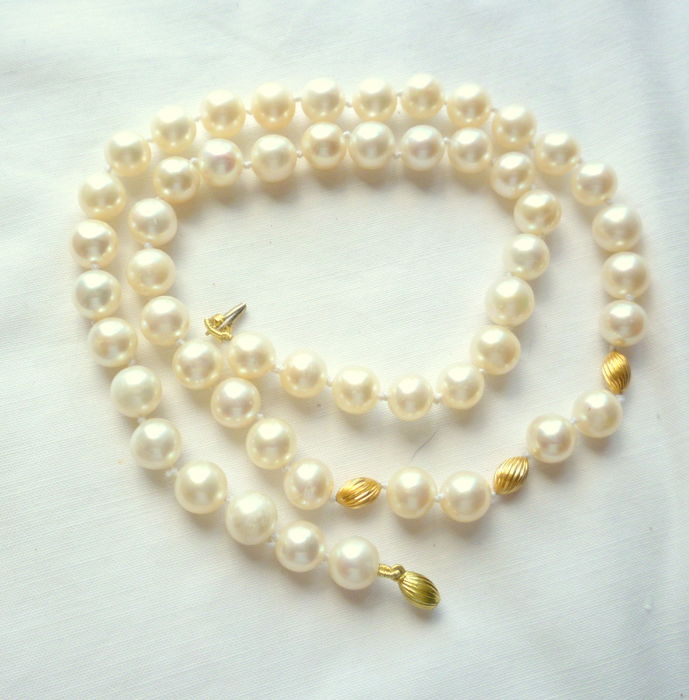 Necklace with cultured seawater pearls, 6.5 mm and 18 kt gold – 49 cm