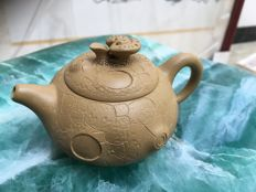 A modern Chinese Yixing purple sand teapot - China - 21st century