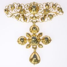 Antique yellow gold cross pendant with diamonds - anno 1820