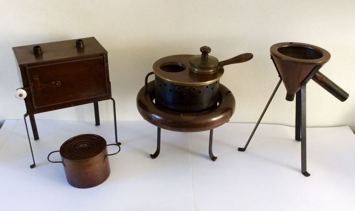 Pharmacy copper infusion device - drying oven - hot water funnel and water bath insert rings from the early 20th century, origin: Netherlands, all in good condition.