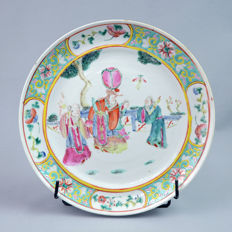 Canton porcelain plate court scene - China - late 19th century