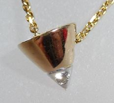 585 conical gold pendant of 14 kt with one brilliant cut diamond + sturdy anchor chain