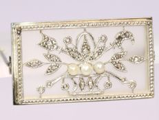 French antique bicoloured gold flower brooch decorated with diamonds, pearls and rock crystal, anno 1910