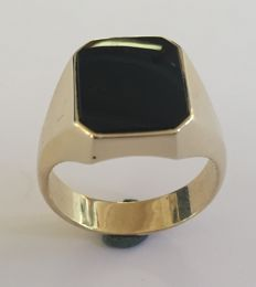 14 kt Gold classic men's ring with an onyx stone – size 20.5