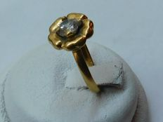 Ring in 18 kt gold – inner size: 16.2 mm