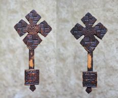 Coptic hand cross in carved wood - Ethiopia - Early 20th century.