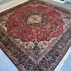 Phenomenal signed Isfahan eastern carpet - 249 x 246 - very good condition - superb quality - 700,000 knots/m2