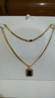 18 kt (750/1000) yellow gold necklace and gold pendant with black onyx, 40 cm