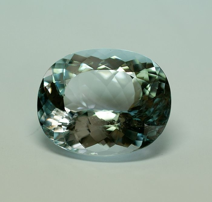 Topas,  blue,  - 62.88 ct