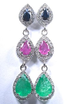 18 kt  White gold dangle earrings with 104 diamonds GH-SI, emeralds, rubies, and blue sapphires.  Length: 34.60mm, no reserve price.
