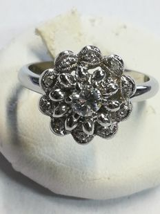 Ring in 18 kt white gold with 0.28 ct of diamonds – Size: 15 = 55