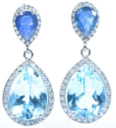 18 kt  white gold evening earrings with exclusive design, with 96x GH-SI diamonds, large blue topazes (deep sky blue colour) and exceptional blue (colour A) sapphires. Total: 13.85 ct. Length: 31.35 mm. No reserve price.