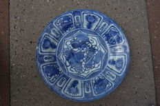 Kraak-ware plate with symbols for good luck – China – seventeenth century