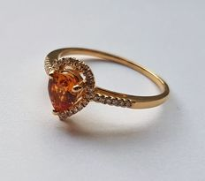 *No reserve price* 14 kt Solid yellow gold ring with 0.20 in diamonds and a yellow sapphire approx 0.80 ct