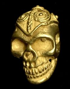 Interesting Tumbaga Gold artefact , Colombian Tairona Culture  - 20 x 15 x 13 mm , 5,17  grams,   An Indian native skull