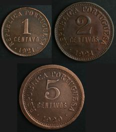 Portugal – 3 Coins – 1 and 2 Centavos from 1921 + 5 Centavos from 1920 – Portuguese Republic – Lisbon – Very rare in FDC condition
