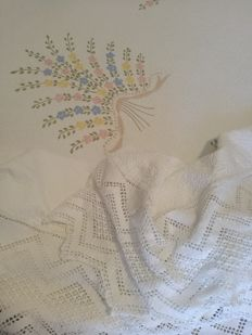Unique piece - damask coverlet with handmade embroidery and crochet fringe - Sicily, Italy.