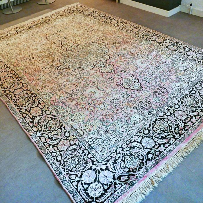 LUXURIOUS: Wonderful, 100% silk XL Kashmir carpet – 301 x 212 – unique opportunity – with certificate