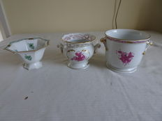 Herend - 2 cache pots with floral decor and a dish on a base with a floral decor