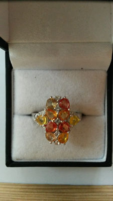 Authentic 3.93cts Rainbow Sapphire Coctail ring. Stunning piece