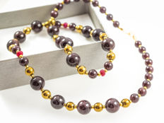 Long graduated garnet necklace with Rubies, 18 kt yellow gold clasp, 54 cm long