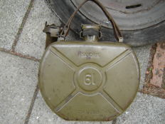 Round Sandrik Jerrycan with click system for in the spare wheel of your classic car