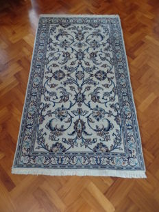Beautifully hand-knotted Nain carpet - 205 x 118 cm