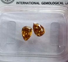 Lot of 2 diamonds, pear-cut, total 0.84 ct, SI2-I1, Fancy deep orange.