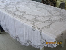 Tablecloth big enough to seat 8 people + 8 napkins made of old linen with embroidery and Brussels lace.