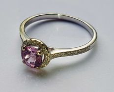 14K Solid White Gold Ring with 0,2 ct Diamonds and a Purplish/Pink Sapphire approx 0,90 ct **No reserve price**