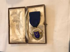 Early rare boxed  hallmarked solid silver vintage Masonic medal