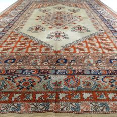 "Kula – 386 x 265 cm – ""XL – Persian eye-catcher – 100% wool – In very beautiful condition""."