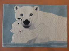 Rug in pure tufted wool handmade with mother polar bear and her young, 20th century, new, origin India